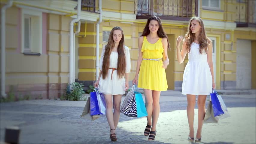 Видео три красивых девушки и парень фото 161-830