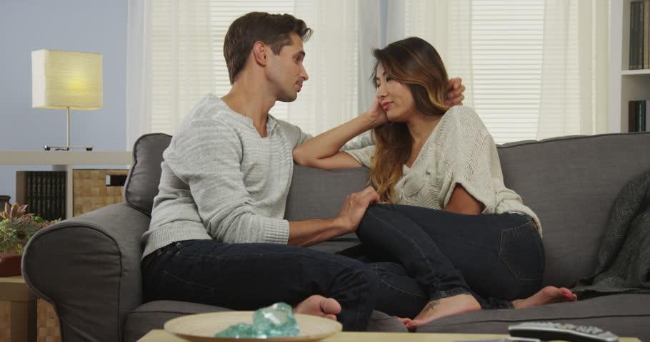 Rotujenvälinen dating musta asuu asia