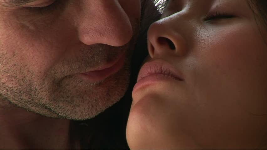 Kissing Hd Close
