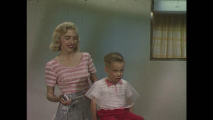 Видео мальчишка и женщина фото 455-517