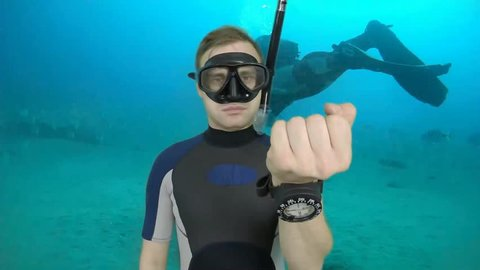 Diving sign- divemaster  shows sing  ASK QUASTIONS  ,also a available on the green screen all of diving sings from course (open water diver) 6   of 11