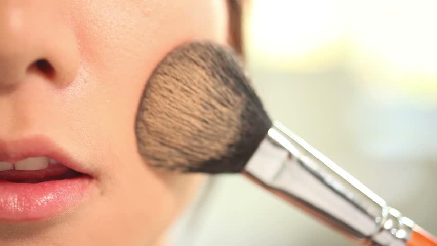 Dampak Buruk Menggunakan Makeup
