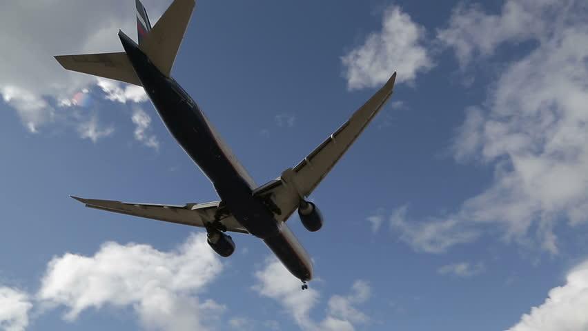 Huge plane flies overhead, preparing to taking off | Shutterstock HD Video #9577952