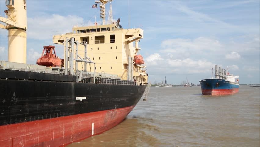 Header of supertanker
